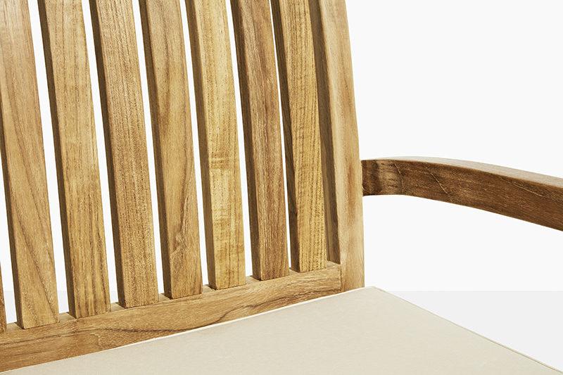 stabel havestol i teak træ. flot teakstol der kan stables og købes online på scanteaks havemøbler online webshop fri fragt
