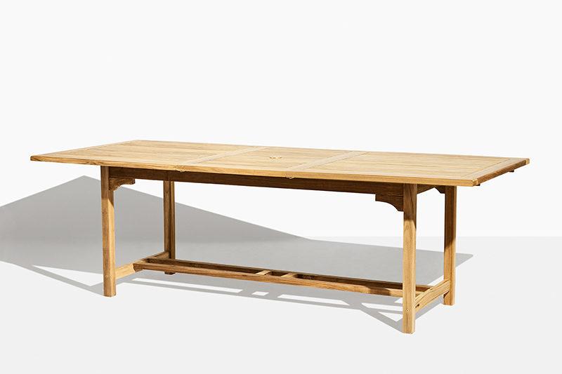 firkantet udtræksbord i teak træ. Med buttefly funktion. 180 cm til 240 cm. Godt tilbud og lang holdbarhed